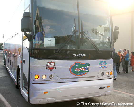 photo by Tim Casey<br /> <br /> The Florida football team departs for the team hotel after the Gators arrived for the BCS Championship Game on Friday, January 2, 2009 at Fort Lauderdale-Hollywood International Airport in Fort Lauderdale, Fla.