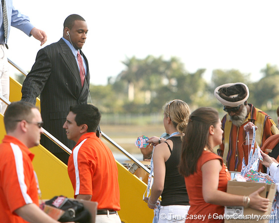 photo by Tim Casey<br /> <br /> Florida junior wide receiver/running back Percy Harvin disembarks from the team plane after the Gators arrived for the BCS Championship Game on Friday, January 2, 2009 at Fort Lauderdale-Hollywood International Airport in Fort Lauderdale, Fla.