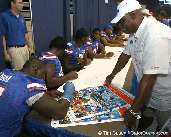 080817_BrownJohnBlackBruce_5192_TCasey<br /> <br /> photo by Tim Casey<br /> <br /> during the University of Florida football team's Alltel Football Fan Day on Sunday, August 17, 2008 at the Stephen C. O'Connell Center in Gainesville, Fla.