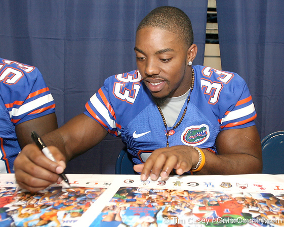 080817_MooreKestahn_5144_TCasey<br /> <br /> photo by Tim Casey<br /> <br /> during the University of Florida football team's Alltel Football Fan Day on Sunday, August 17, 2008 at the Stephen C. O'Connell Center in Gainesville, Fla.