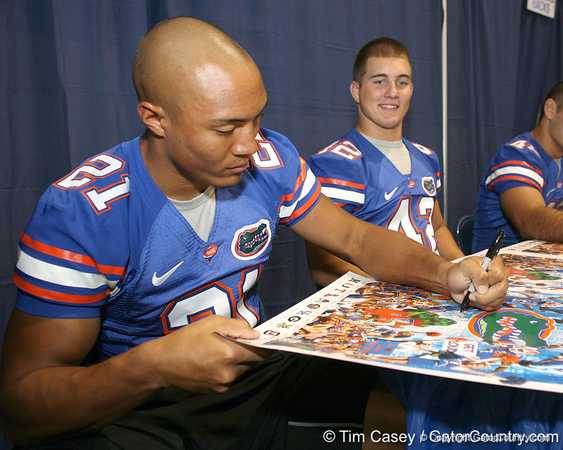 080817_MoodyEmmanuel_5150_TCasey<br /> <br /> photo by Tim Casey<br /> <br /> during the University of Florida football team's Alltel Football Fan Day on Sunday, August 17, 2008 at the Stephen C. O'Connell Center in Gainesville, Fla.