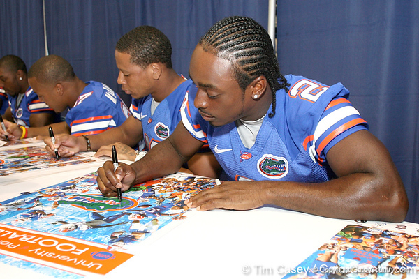 080817_DempsJeff_5136_TCasey<br /> <br /> photo by Tim Casey<br /> <br /> during the University of Florida football team's Alltel Football Fan Day on Sunday, August 17, 2008 at the Stephen C. O'Connell Center in Gainesville, Fla.