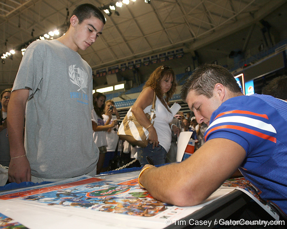 080817_TebowTim_5106_TCasey<br /> <br /> photo by Tim Casey<br /> <br /> during the University of Florida football team's Alltel Football Fan Day on Sunday, August 17, 2008 at the Stephen C. O'Connell Center in Gainesville, Fla.