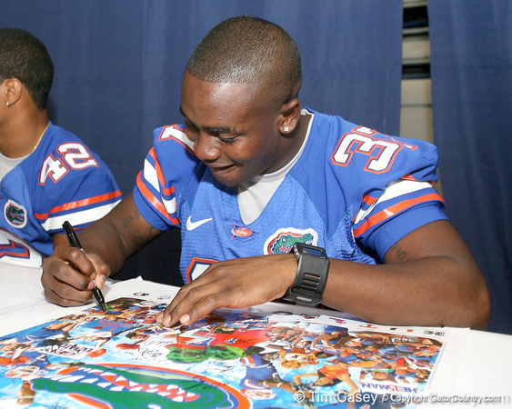 080817_BrownVincent_5216_TCasey<br /> <br /> photo by Tim Casey<br /> <br /> during the University of Florida football team's Alltel Football Fan Day on Sunday, August 17, 2008 at the Stephen C. O'Connell Center in Gainesville, Fla.