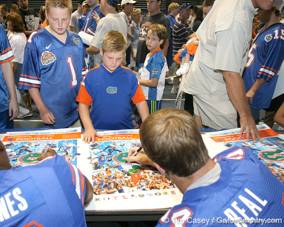 080817_UFfans_5131_TCasey<br /> <br /> photo by Tim Casey<br /> <br /> during the University of Florida football team's Alltel Football Fan Day on Sunday, August 17, 2008 at the Stephen C. O'Connell Center in Gainesville, Fla.
