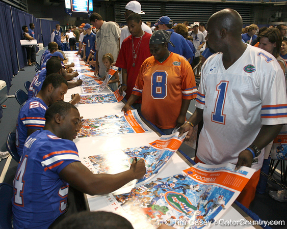 080817_BlackettRoderick_5133_TCasey<br /> <br /> photo by Tim Casey<br /> <br /> during the University of Florida football team's Alltel Football Fan Day on Sunday, August 17, 2008 at the Stephen C. O'Connell Center in Gainesville, Fla.