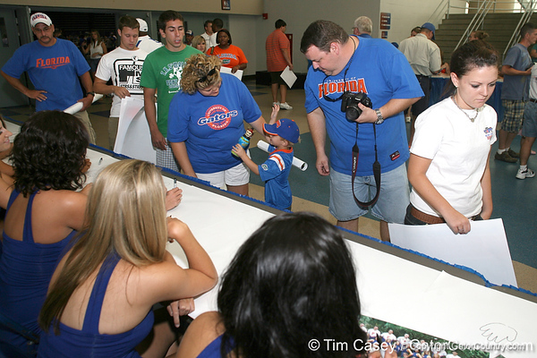 080817_UFfans_5300_TCasey<br /> <br /> photo by Tim Casey<br /> <br /> during the University of Florida football team's Alltel Football Fan Day on Sunday, August 17, 2008 at the Stephen C. O'Connell Center in Gainesville, Fla.