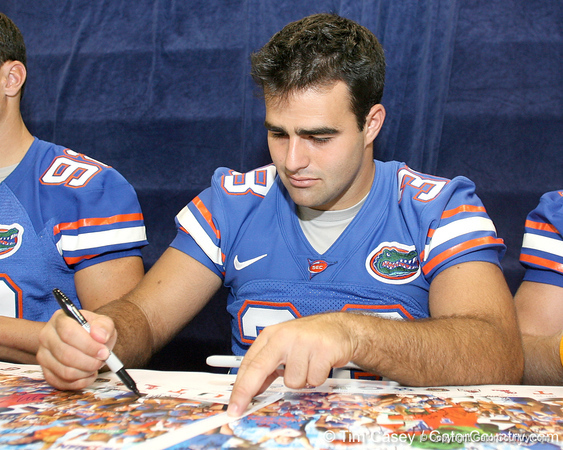 080817_PhillipsJonathan_5234_TCasey<br /> <br /> photo by Tim Casey<br /> <br /> during the University of Florida football team's Alltel Football Fan Day on Sunday, August 17, 2008 at the Stephen C. O'Connell Center in Gainesville, Fla.