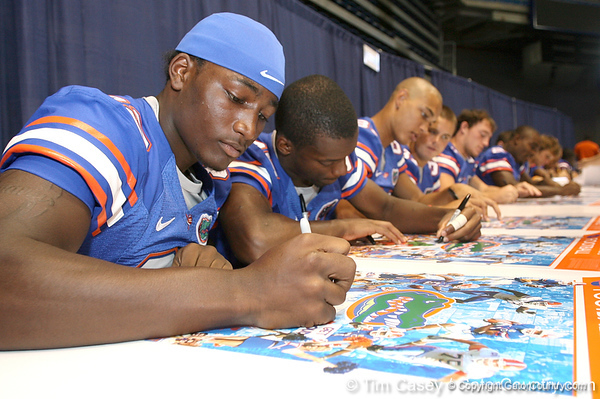 080817_HinesOmarius_5125_TCasey<br /> <br /> photo by Tim Casey<br /> <br /> during the University of Florida football team's Alltel Football Fan Day on Sunday, August 17, 2008 at the Stephen C. O'Connell Center in Gainesville, Fla.