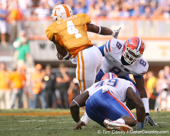 photo by Tim Casey<br /> <br /> Gerald Jones evades Carlos Dunlap and Jermaine Cunningham for a six-yard gain during the first half of the Gators' game against the Tennessee Volunteers on Saturday, September 20, 2008 at Neyland Stadium in Knoxville, Tenn.