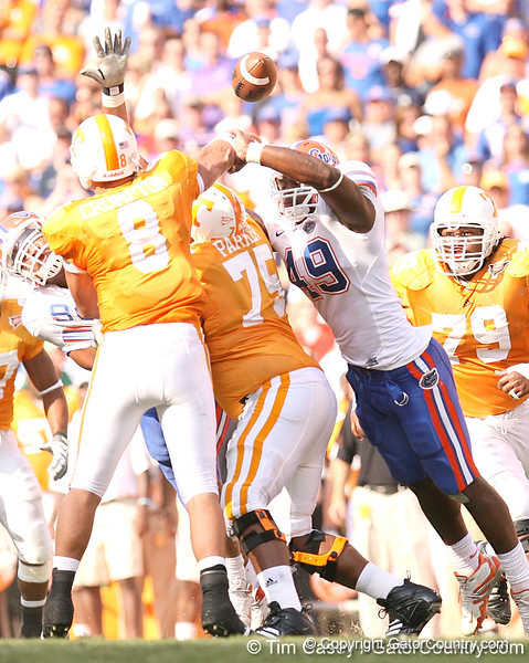 photo by Tim Casey<br /> <br /> Florida junior defensive end Jermaine Cunningham pressures Jonathan Crompton into throwing an incomplete pass during the first half of the Gators' game against the Tennessee Volunteers on Saturday, September 20, 2008 at Neyland Stadium in Knoxville, Tenn.