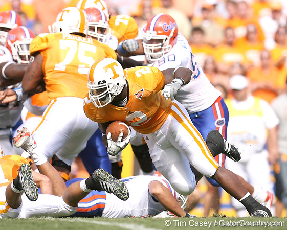 photo by Tim Casey<br /> <br /> Montario Hardesty runs for four yards during the first half of the Gators' game against the Tennessee Volunteers on Saturday, September 20, 2008 at Neyland Stadium in Knoxville, Tenn.