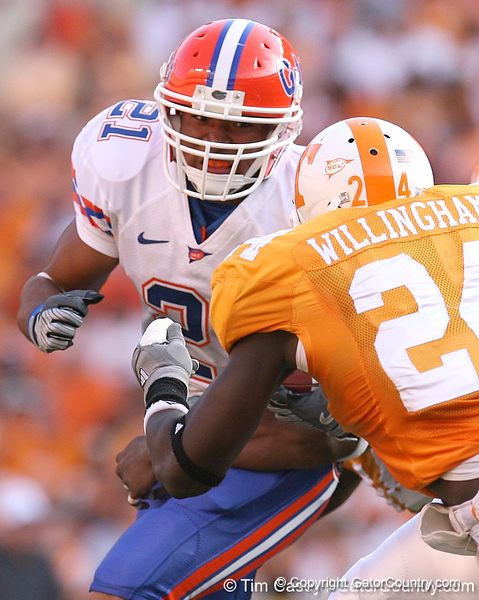 photo by Tim Casey<br /> <br /> Florida redshirt sophomore running back Emmanuel Moody runs for a ten-yard gain during the second half of the Gators' 30-6 win against the Tennessee Volunteers on Saturday, September 20, 2008 at Neyland Stadium in Knoxville, Tenn.