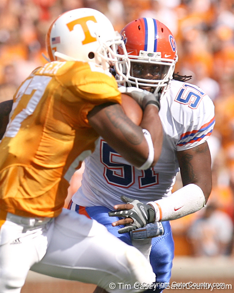 photo by Tim Casey<br /> <br /> Florida junior linebacker Brandon Spikes pursues Arian Foster during the first half of the Gators' game against the Tennessee Volunteers on Saturday, September 20, 2008 at Neyland Stadium in Knoxville, Tenn.