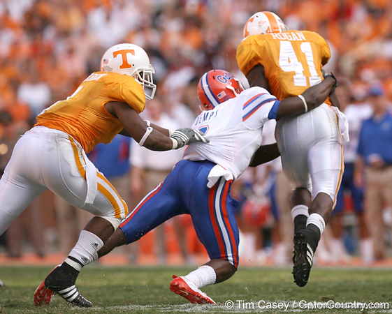 photo by Tim Casey<br /> <br /> Florida freshman Jeff Demps misses a tackle on Dennis Rogan on a kickoff during the second half of the Gators' 30-6 win against the Tennessee Volunteers on Saturday, September 20, 2008 at Neyland Stadium in Knoxville, Tenn.