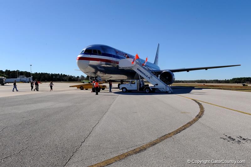 (Casey Brooke Lawson / Gator Country) Gainesville Regional Airport employees bring stairs up to the doors of the American Airlines plane that holds the University of Florida football team. The team's plane landed at 2:13 p.m. in Gainesville, Fla., on January 9, 2009.