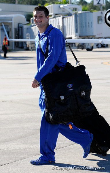(Casey Brooke Lawson / Gator Country) UF quarterback Tim Tebow walks toward the team buses at the Gainesville Regional Airport in Gainesville, Fla., on January 9, 2009.