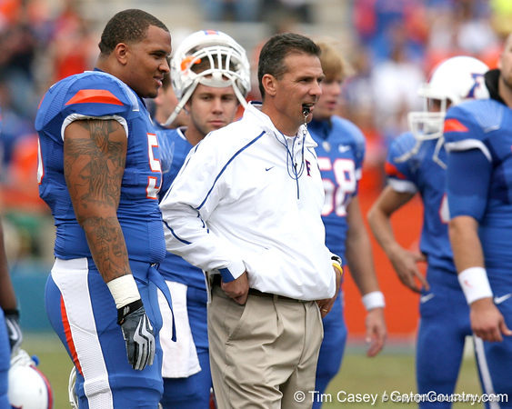 Florida junior offensive lineman Maurkice Pouncey talks with head coach Urban Meyer before the Gators' 37-10 win against Florida State on Saturday, November 28, 2009 at Ben Hill Griffin Stadium in Gainesville, Fla. / Gator Country photo by Tim Casey