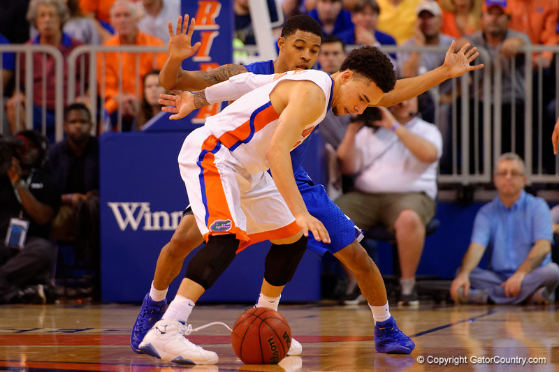 Florida Gators guard Chris Chiozza wards off Kentucky Wildcats guard Tyler Ulis during the second half.  Florida Gators vs Kentucky Wildcats.  February 7th, 2015. Gator Country photo by David Bowie.