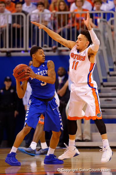 Florida Gators guard Chris Chiozza defends Kentucky Wildcats guard Tyler Ulis during the first half.  Florida Gators vs Kentucky Wildcats.  February 7th, 2015. Gator Country photo by David Bowie.