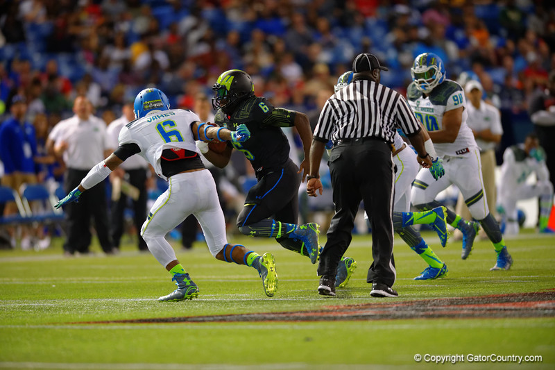 Team Armour RB Jacques Patrick rushing downfield during the third quarter.  2015 Under Armour All-America High School Football Game.  January 2nd, 2015. Gator Country photo by David Bowie.