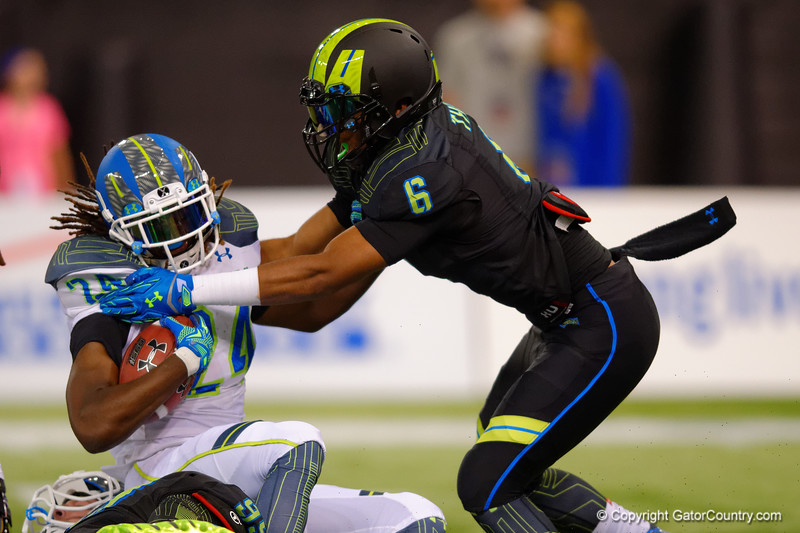 Team Highlight RB Ronald Jones II is tackled by Team Armour OLB Adonis Thomas.  2015 Under Armour All-America High School Football Game.  January 2nd, 2015. Gator Country photo by David Bowie.
