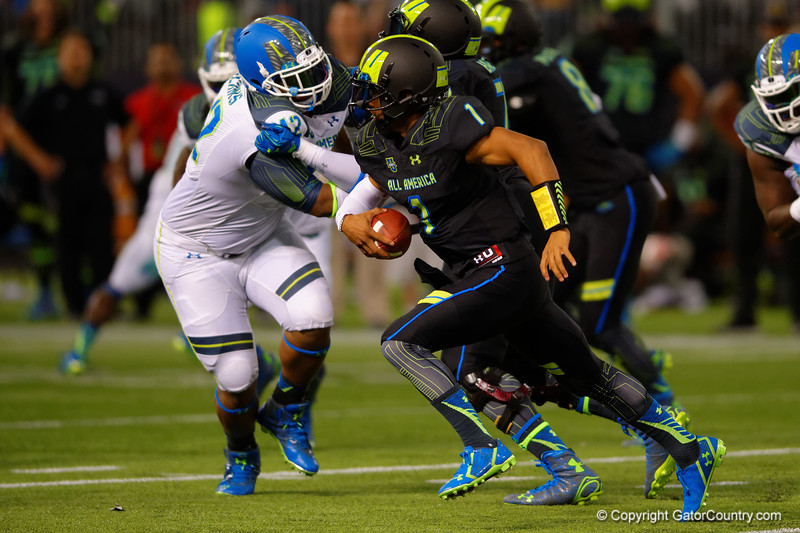 Team Armour QB Kyler Murray scrambles down field.  2015 Under Armour All-America High School Football Game.  January 2nd, 2015. Gator Country photo by David Bowie.