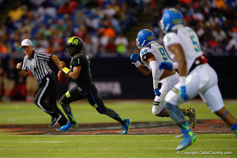 Team Armour QB Kyler Murray scrambles out of the pocket during the third quarter.  2015 Under Armour All-America High School Football Game.  January 2nd, 2015. Gator Country photo by David Bowie.
