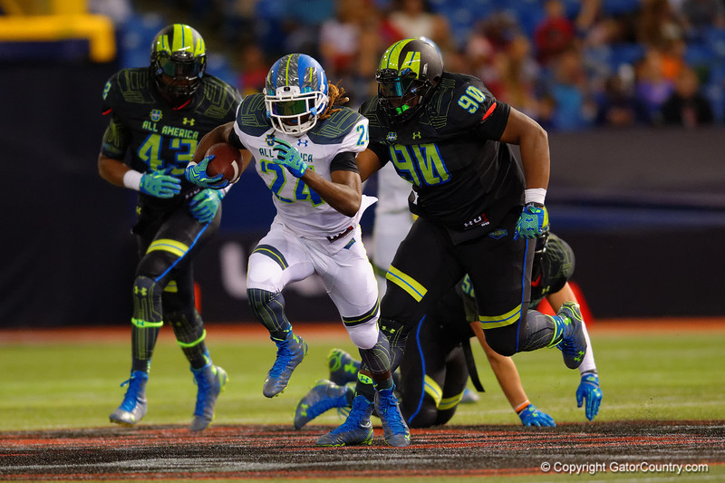 Team Highlight RB Ronald Jones II rushes downfield as the Team Armour defense pursues.  2015 Under Armour All-America High School Football Game.  January 2nd, 2015. Gator Country photo by David Bowie.
