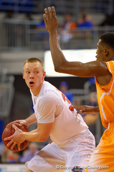 Florida Gators forward Jacob Kurtz looking to pass during the second half.  Florida Gators vs Tennessee Vols.  February 28th, 2015. Gator Country photo by David Bowie.