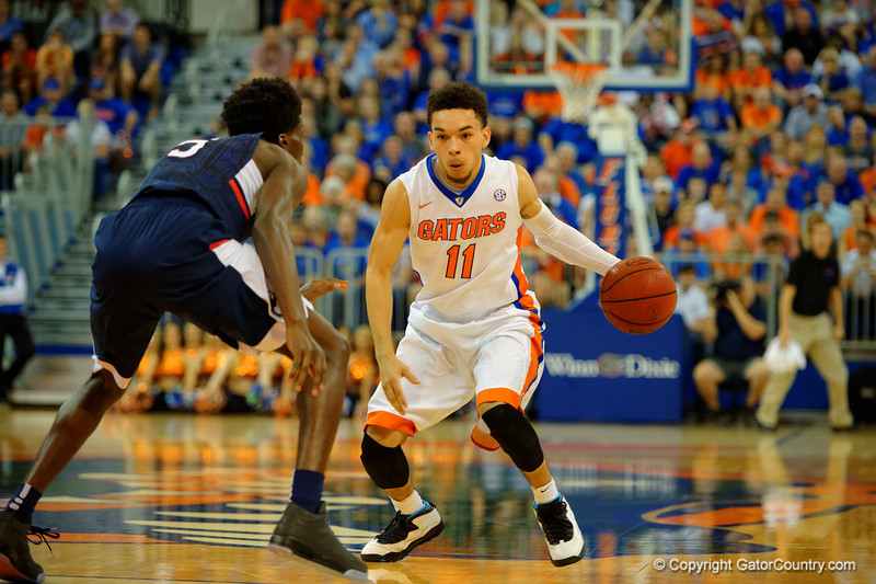 Florida Gators guard Chris Chiozza dribbles up court in the first half.  Florida Gators vs UCONN Huskies.  January 3rd, 2015. Gator Country photo by David Bowie.