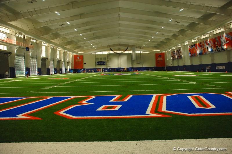 Field_Length_View_Florida_Gators_Indoor_Practice_Facility_2015/9/1_4288x2848