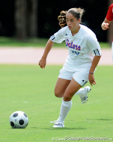photo by Casey Brooke Lawson<br /> <br /> Florida freshman forward/midfielder Lauren Ray looks to pass during the Gators' 2-1 win against the Kansas Jayhawks on Sunday, September 21, 2008 at James G. Pressly Stadium in Gainesville, Fla.