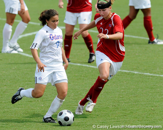 photo by Casey Brooke Lawson<br /> <br /> Florida freshman midfielder Tahnai Annis looks to pass during the Gators' 2-1 win against the Kansas Jayhawks on Sunday, September 21, 2008 at James G. Pressly Stadium in Gainesville, Fla.