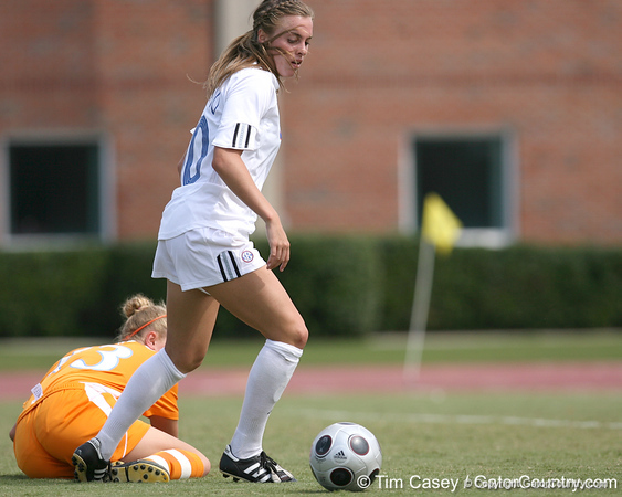 photo by Tim Casey<br /> <br /> Florida junior forward/midfielder Angela Napolitano during the Gators' 5-1 win against the Tennessee Lady Volunteers on Sunday, September 28, 2008 at James G. Pressly Stadium in Gainesville, Fla.