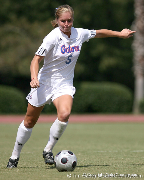 photo by Tim Casey<br /> <br /> Florida junior defender Lauren Hyde during the Gators' 5-1 win against the Tennessee Lady Volunteers on Sunday, September 28, 2008 at James G. Pressly Stadium in Gainesville, Fla.
