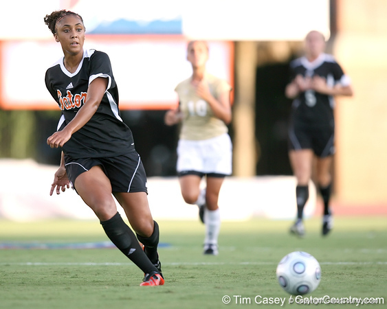 Florida senior midfielder Ashlee Elliott passes the ball during the Gators' 3-0 win against the Florida International Golden Panthers on Friday, August 28, 2009 at James G. Pressly Stadium in Gainesville, Fla / Gator Country photo by Tim Casey