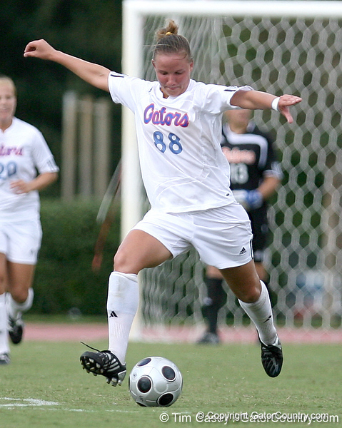photo by Tim Casey<br /> <br /> Florida freshman midfielder/defender Sarah Chapman during the second half of the Gators' 3-0 win against the Mississippi State Bulldogs on Sunday, October 12, 2008 at James G. Pressly Stadium in Gainesville, Fla.