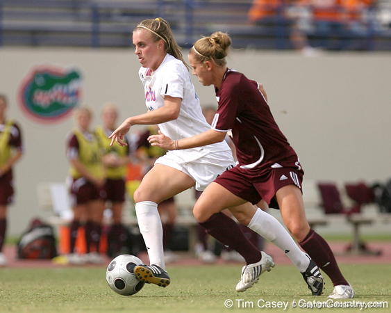 photo by Tim Casey<br /> <br /> Florida junior forward/midfielder Angela Napolitano during the second half of the Gators' 3-0 win against the Mississippi State Bulldogs on Sunday, October 12, 2008 at James G. Pressly Stadium in Gainesville, Fla.
