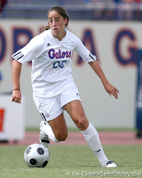 photo by Tim Casey<br /> <br /> Florida freshman forward/midfielder Lauren Ray during the second half of the Gators' 3-0 win against the Mississippi State Bulldogs on Sunday, October 12, 2008 at James G. Pressly Stadium in Gainesville, Fla.