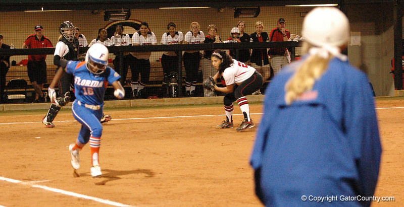 Michelle Moultrie lays down a perfect bunt ......
