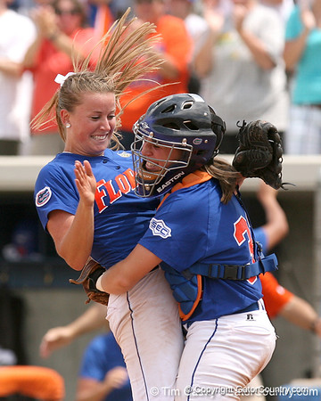 Photo Gallery: Gator Softball defeats Cal, advances to WCWS, 5/24/08