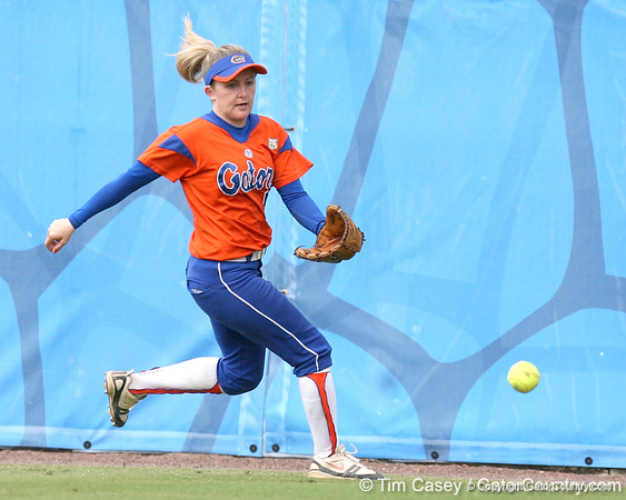 080419_WaleszoniaKim_0989_TCasey<br /> <br /> photo by Tim Casey<br /> <br /> during the no. 3-ranked Florida Gators' sweep of a doubleheader against the Kentucky Wildcats on Saturday, April 19, 2008 at Katie Seashole Pressly Softball Stadium in Gainesville, Fla. UF improved to 50-2 on the season.