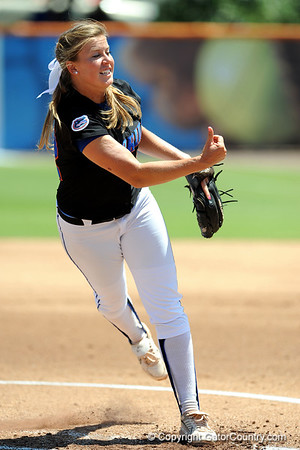 Photo Gallery: Softball vs. Arkansas, 4/26/09