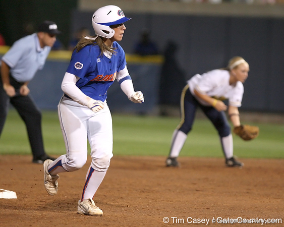 Photo Gallery: UF Softball, WCWS vs.Michigan, 5/29/09