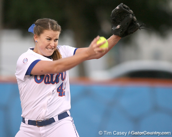 photo by Tim Casey<br /> <br /> Florida senior Stacey Nelson pitches in the during inning during the Gators' 3-0 win against the Baylor Bears on Friday, February 6, 2009 at Katie Seashole Pressly Softball Stadium in Gainesville, Fla.