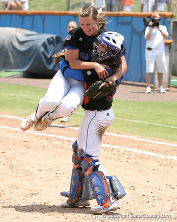 Photo Gallery: UF Softball vs. Cal #2, 5/24/09