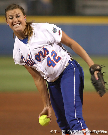 Photo Gallery: UF Softball, WCWS vs. Arizona, 5/28/09