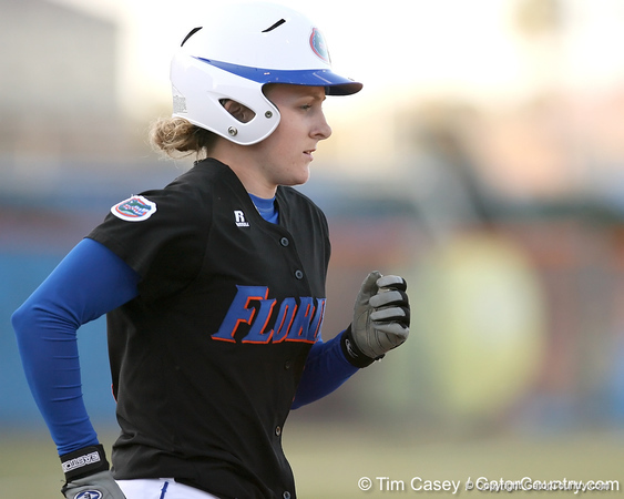 photo by Tim Casey<br /> <br /> Florida senior centerfielder Kim Waleszonia reaches on a walk during the first inning of the Gators' 10-5 win against the Pacific Tigers on Friday, February 27, 2009 at Katie Seashole Pressly Softball Stadium in Gainesville, Fla.