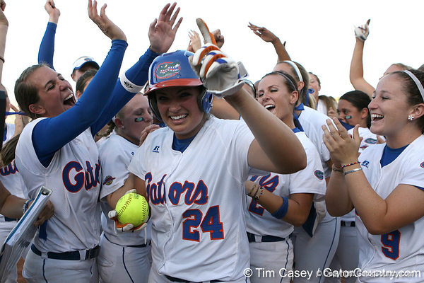 Photo Gallery: UF Softball, WCWS vs. Alabama, 5/31/09